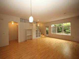 """Photo 3: 5358 LARCH Street in Vancouver: Kerrisdale Townhouse for sale in """"Larchwood"""" (Vancouver West)  : MLS®# R2382346"""
