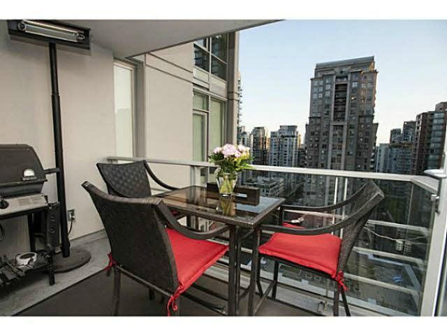 """Photo 8: Photos: 1707 535 SMITHE Street in Vancouver: Downtown VW Condo for sale in """"DOLCE AT SYMPHONY PLACE"""" (Vancouver West)  : MLS®# V1138374"""