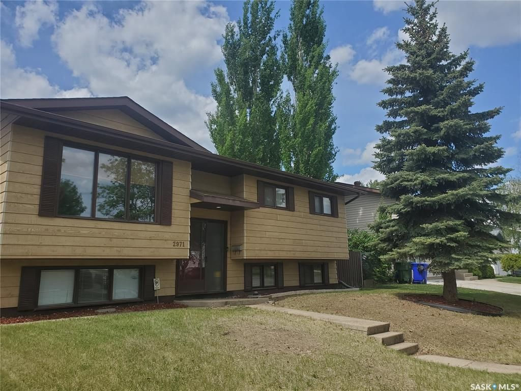 Main Photo: 2971 15th Avenue East in Prince Albert: Carlton Park Residential for sale : MLS®# SK858755