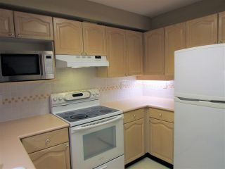 """Photo 5: 403 6707 SOUTHPOINT Drive in Burnaby: South Slope Condo for sale in """"Mission Woods"""" (Burnaby South)  : MLS®# R2142149"""