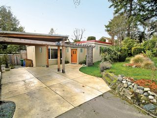 Photo 4: 877 Leslie Dr in VICTORIA: SE Swan Lake House for sale (Saanich East)  : MLS®# 597777