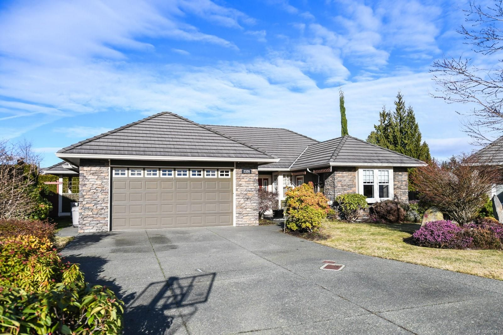 Main Photo: 2326 Suffolk Cres in : CV Crown Isle House for sale (Comox Valley)  : MLS®# 865718