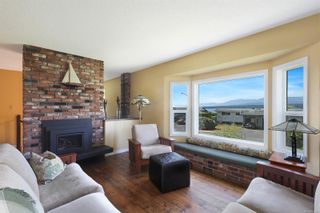 Photo 7: 2070 Beaton Ave in : CV Comox (Town of) House for sale (Comox Valley)  : MLS®# 881528