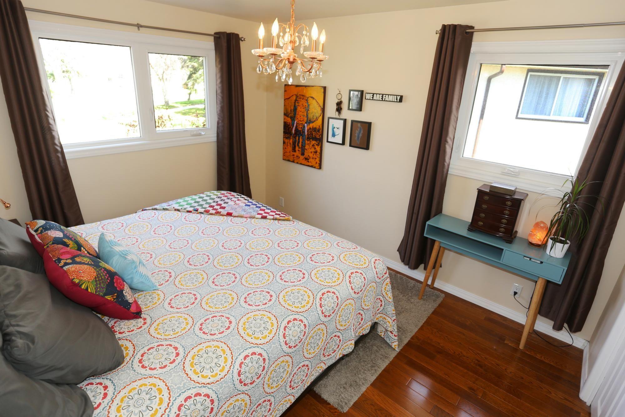 Photo 16: Photos: 1322 Valour Road in Winnipeg: Sargent Park Single Family Detached for sale (5C)  : MLS®# 1811835