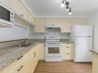 """Photo 10: 6 960 W 13TH Avenue in Vancouver: Fairview VW Townhouse for sale in """"BRICKHOUSE"""" (Vancouver West)  : MLS®# R2381516"""