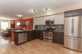 """Photo 3: 52 19448 68 Avenue in Surrey: Clayton Townhouse for sale in """"Nuovo"""" (Cloverdale)  : MLS®# R2274047"""