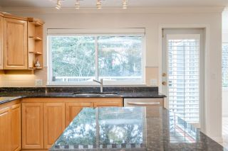 "Photo 13: 301 14934 THRIFT Avenue: White Rock Condo for sale in ""Villa Positano"" (South Surrey White Rock)  : MLS®# R2538501"
