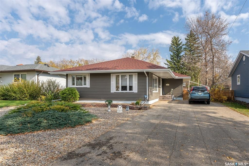 Main Photo: 1137 Connaught Avenue in Moose Jaw: Central MJ Residential for sale : MLS®# SK873890