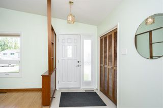 Photo 4: 194 Whitegates Crescent in Winnipeg: Westwood Residential for sale (5G)  : MLS®# 202113128