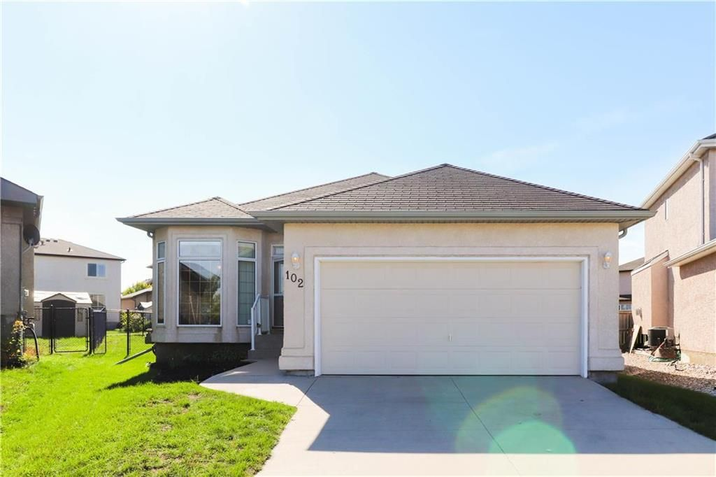 Main Photo: 102 Rutledge Crescent in Winnipeg: Harbour View South Residential for sale (3J)  : MLS®# 202122653
