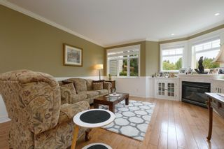 Photo 2: 571 Caselton Pl in : SW Royal Oak Row/Townhouse for sale (Saanich West)  : MLS®# 853628