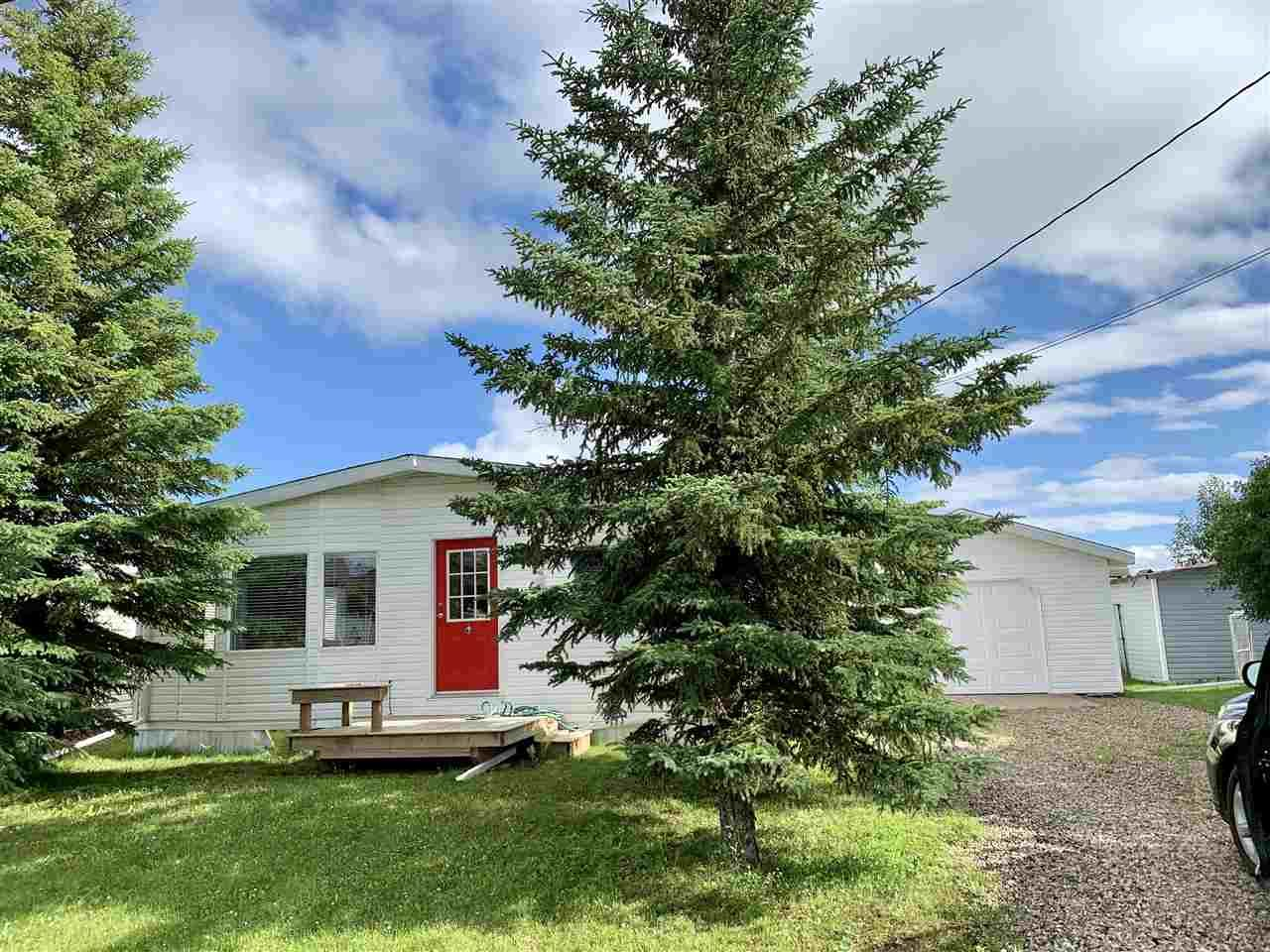 """Photo 2: Photos: 3935 COTTONWOOD Road in Fort Nelson: Fort Nelson -Town Manufactured Home for sale in """"EAST DUB"""" (Fort Nelson (Zone 64))  : MLS®# R2479630"""