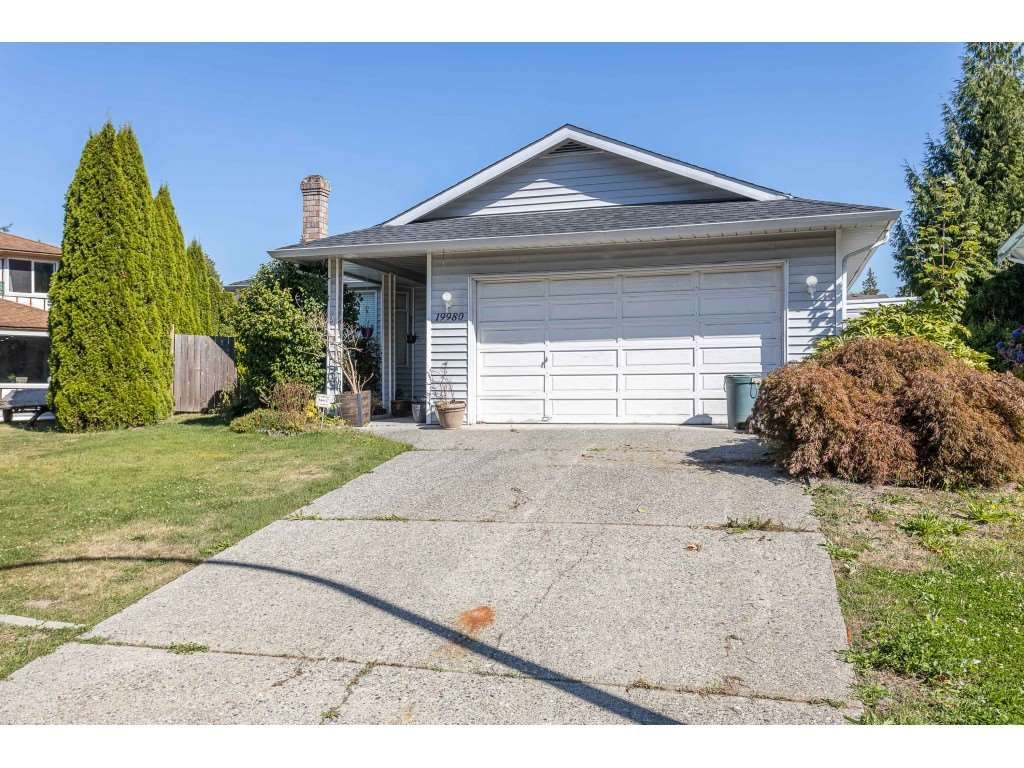 Main Photo: 19980 48A Avenue in Langley: Langley City House for sale : MLS®# R2496266