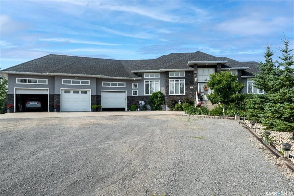 Main Photo: 35 HANLEY Crescent in Pilot Butte: Residential for sale : MLS®# SK865551