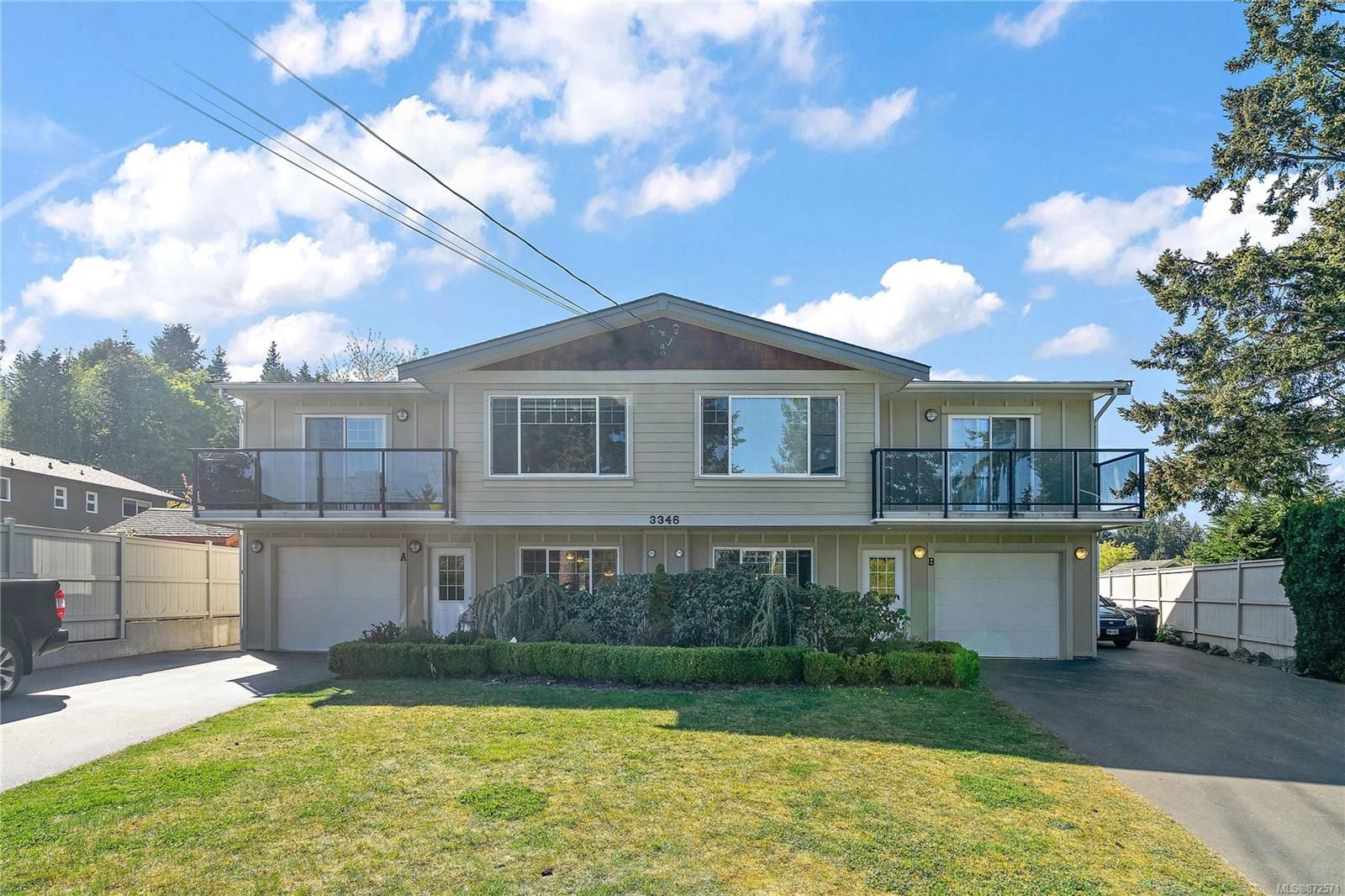 Main Photo: B 3346 Willowdale Rd in : Co Triangle Half Duplex for sale (Colwood)  : MLS®# 872571