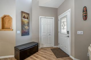 Photo 3: 32 ROCKYWOOD Park NW in Calgary: Rocky Ridge Detached for sale : MLS®# A1091115