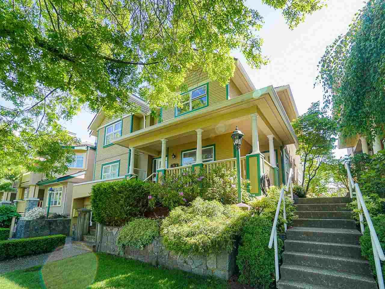 """Photo 2: Photos: 4 235 E KEITH Road in North Vancouver: Lower Lonsdale Townhouse for sale in """"Carriage Hill"""" : MLS®# R2471169"""