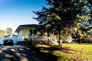 Photo 1: 30 Robinson Crescent in Regina: Coronation Park Residential for sale : MLS®# SK842212