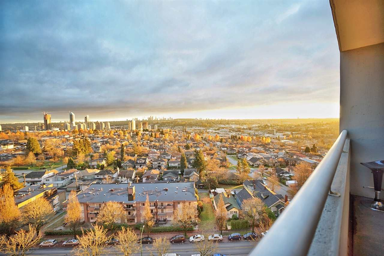 Main Photo: 1207 3920 HASTINGS Street in Burnaby: Willingdon Heights Condo for sale (Burnaby North)  : MLS®# R2226262