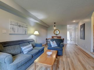 Photo 6: 2 2828 Shelbourne St in : Vi Oaklands Row/Townhouse for sale (Victoria)  : MLS®# 866174