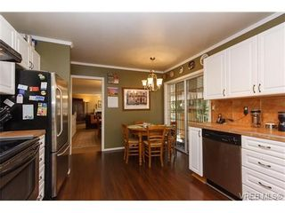 Photo 9: 924 Wendey Dr in VICTORIA: La Walfred House for sale (Langford)  : MLS®# 675974