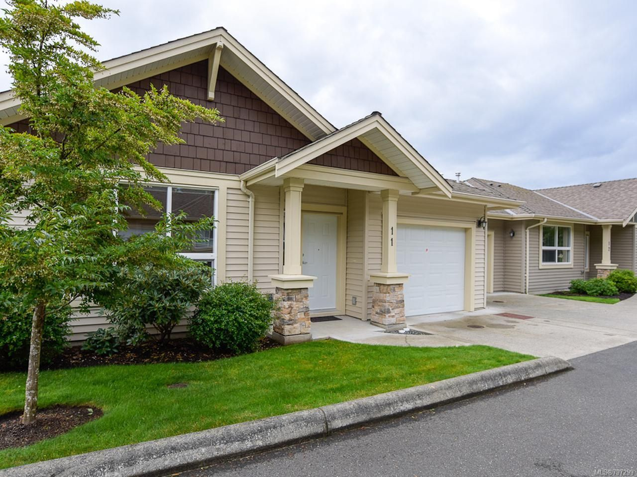 Main Photo: 11 730 Aspen Rd in COMOX: CV Comox (Town of) Row/Townhouse for sale (Comox Valley)  : MLS®# 797299
