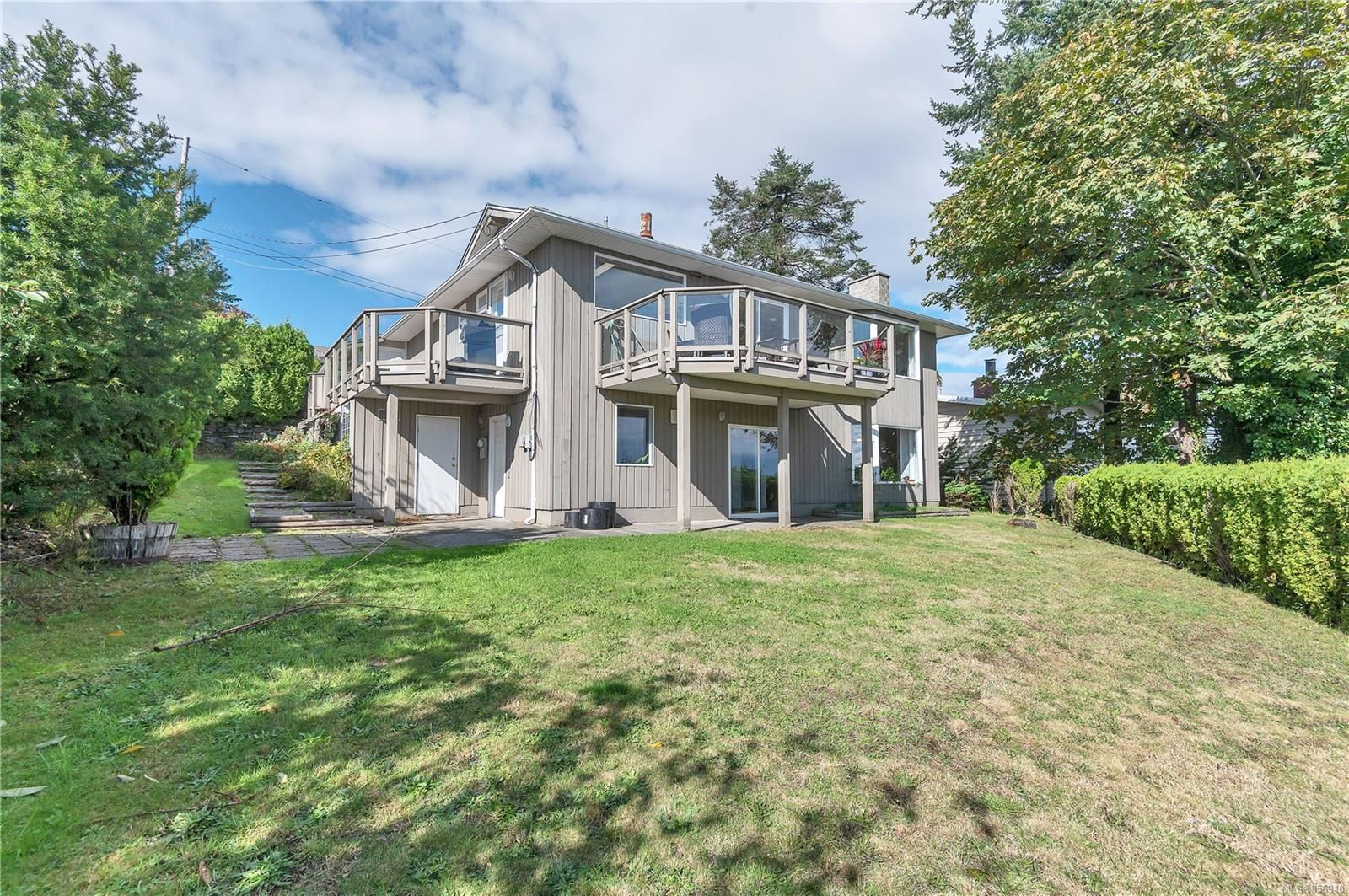 Photo 2: Photos: 215 S Alder St in : CR Campbell River Central House for sale (Campbell River)  : MLS®# 856910