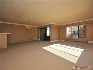 Photo 2: 206 2920 Cook St in VICTORIA: Vi Mayfair Condo for sale (Victoria)  : MLS®# 560489