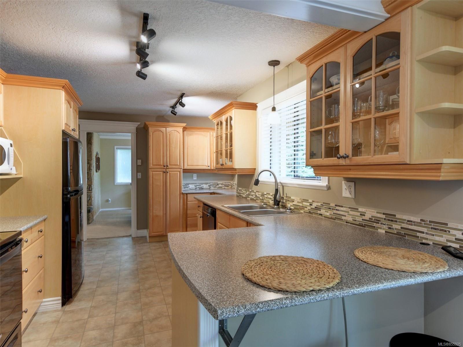 Main Photo: 4406 Hilton Pl in : SE Gordon Head House for sale (Saanich East)  : MLS®# 855925