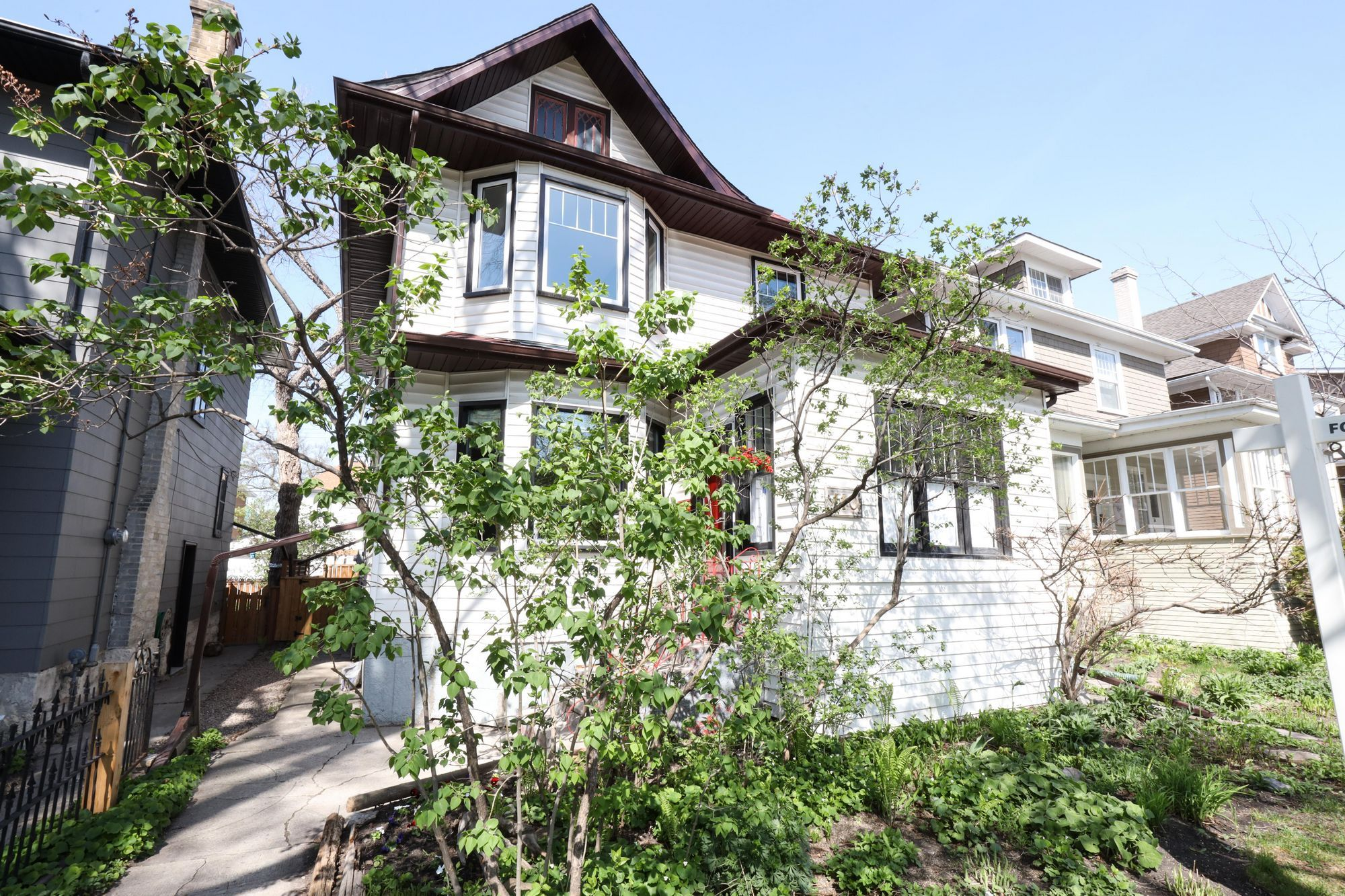 Photo 2: Photos: 110 Lipton in Winnipeg: Wolseley Single Family Detached for sale (5B)  : MLS®# 202111593
