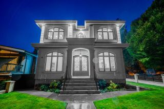 Photo 2: 2422 ANCASTER Crescent in Vancouver: Fraserview VE House for sale (Vancouver East)  : MLS®# R2618335