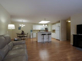 Photo 2: 10 Jack Cavers Place in Portage la Prairie: House for sale : MLS®# 202102033