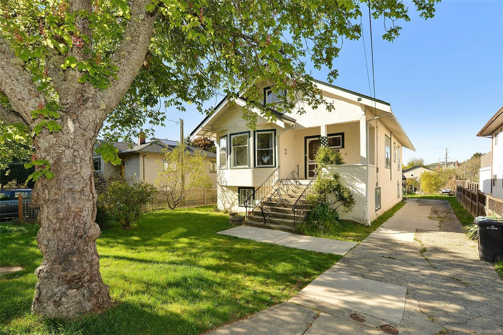 Main Photo: 1772 Carrick St in : Vi Oaklands House for sale (Victoria)  : MLS®# 873403