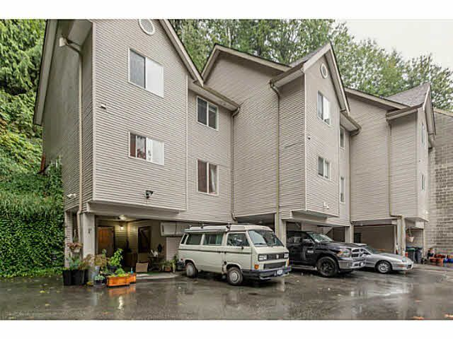 """Main Photo: 1 9900 VALLEY Drive in Squamish: Valleycliffe Townhouse for sale in """"LINCON GARDENS"""" : MLS®# V1141731"""