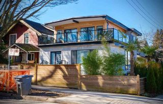 Photo 2: 2405 TRAFALGAR Street in Vancouver: Kitsilano House for sale (Vancouver West)  : MLS®# R2525677