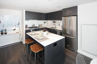 """Photo 3: 910 111 E 1ST Avenue in Vancouver: Mount Pleasant VE Condo for sale in """"Block 100"""" (Vancouver East)  : MLS®# R2125894"""