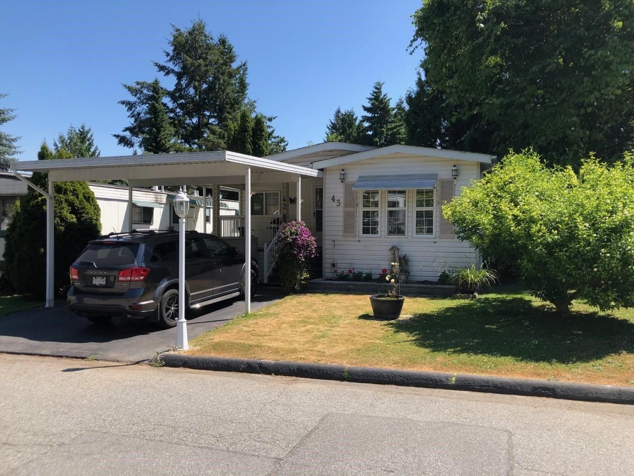Main Photo: 43 7790 KING GOERGE Boulevard in Surrey: East Newton Manufactured Home for sale : MLS®# R2598466