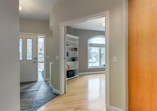 Photo 4: 2015 6 Avenue NW in Calgary: West Hillhurst Semi Detached for sale : MLS®# A1105815