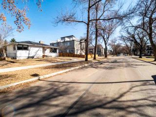 Photo 1: 9207 91 Street in Edmonton: Zone 18 House for sale : MLS®# E4239463