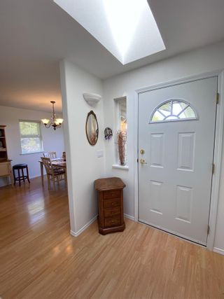 Photo 3: 17 535 SHAW Road in Gibsons: Gibsons & Area 1/2 Duplex for sale (Sunshine Coast)  : MLS®# R2579843
