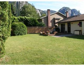 """Photo 10: 1103 PLATEAU Crescent in Squamish: Valleycliffe House for sale in """"VALLEYCLIFFE"""" : MLS®# V774716"""