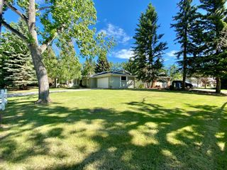 Photo 2: 832 Willingdon Boulevard SE in Calgary: Willow Park Detached for sale : MLS®# A1118777
