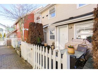 """Photo 2: 18 188 SIXTH Street in New Westminster: Uptown NW Townhouse for sale in """"ROYAL CITY TERRACE"""" : MLS®# R2038305"""