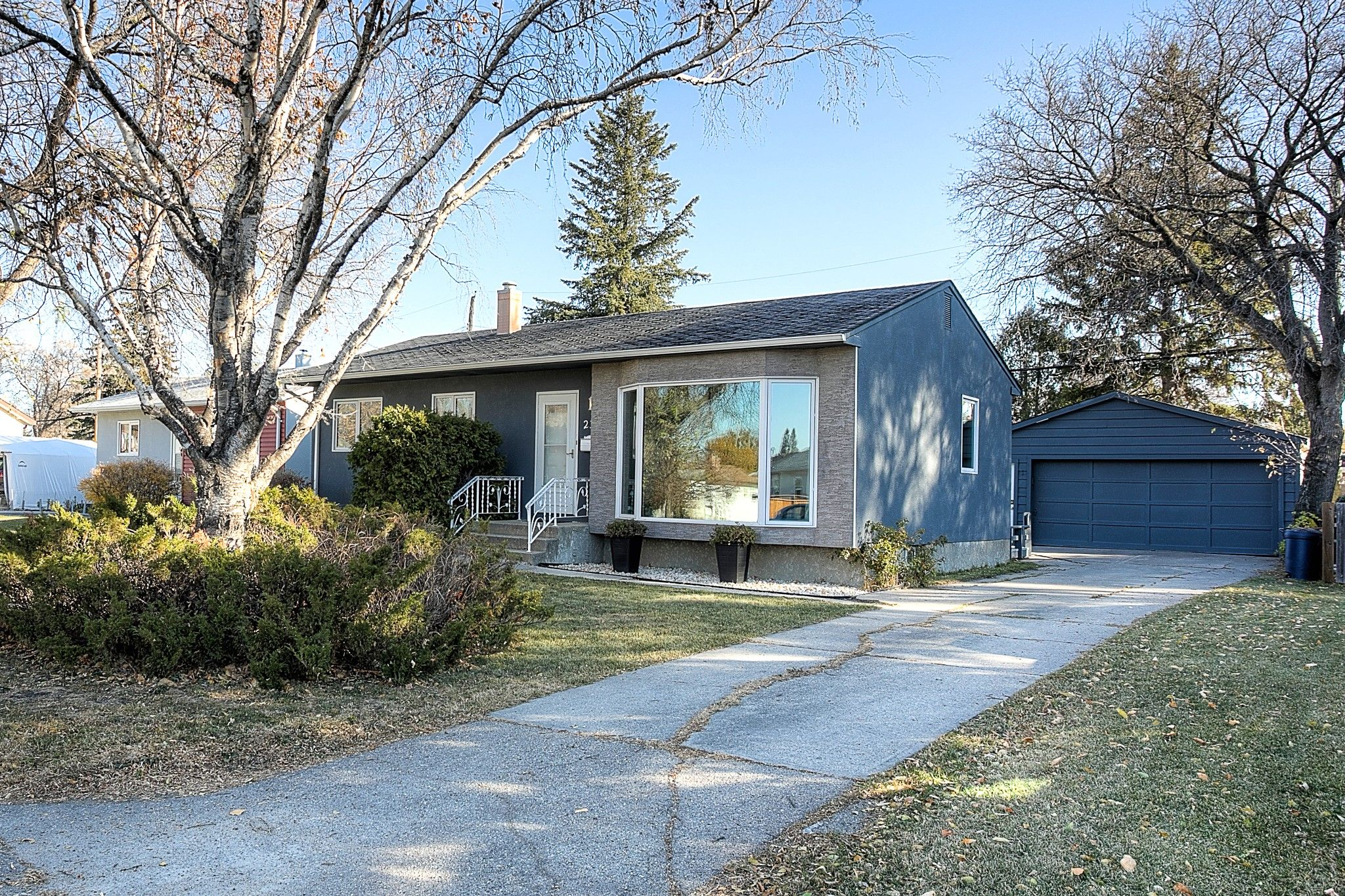 Main Photo: 23 Almond Bay in Winnipeg: Windsor Park Single Family Detached for sale (2G)  : MLS®# 202026329