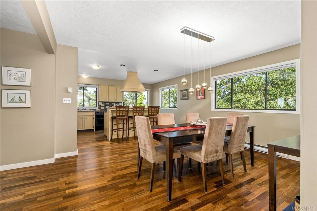 Photo 11: Photos: 950 Easter Rd in Saanich: SE Quadra House for sale (Saanich East)  : MLS®# 843512