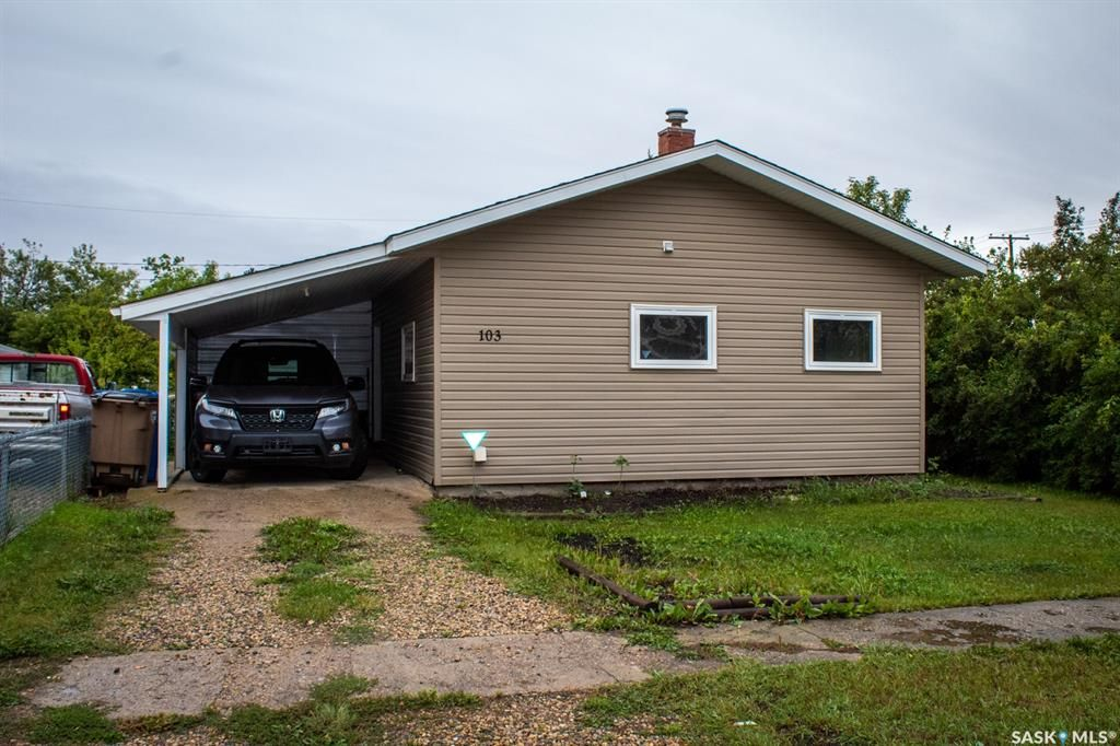 Main Photo: 103 1st Avenue in Melfort: Residential for sale : MLS®# SK868028