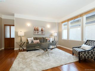 Photo 2: 453 Moss St in VICTORIA: Vi Fairfield West House for sale (Victoria)  : MLS®# 806984