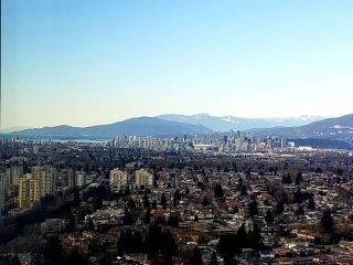 """Photo 3: 3901 5883 BARKER Avenue in Burnaby: Metrotown Condo for sale in """"ALDYANNE ON THE PARK"""" (Burnaby South)  : MLS®# R2348636"""