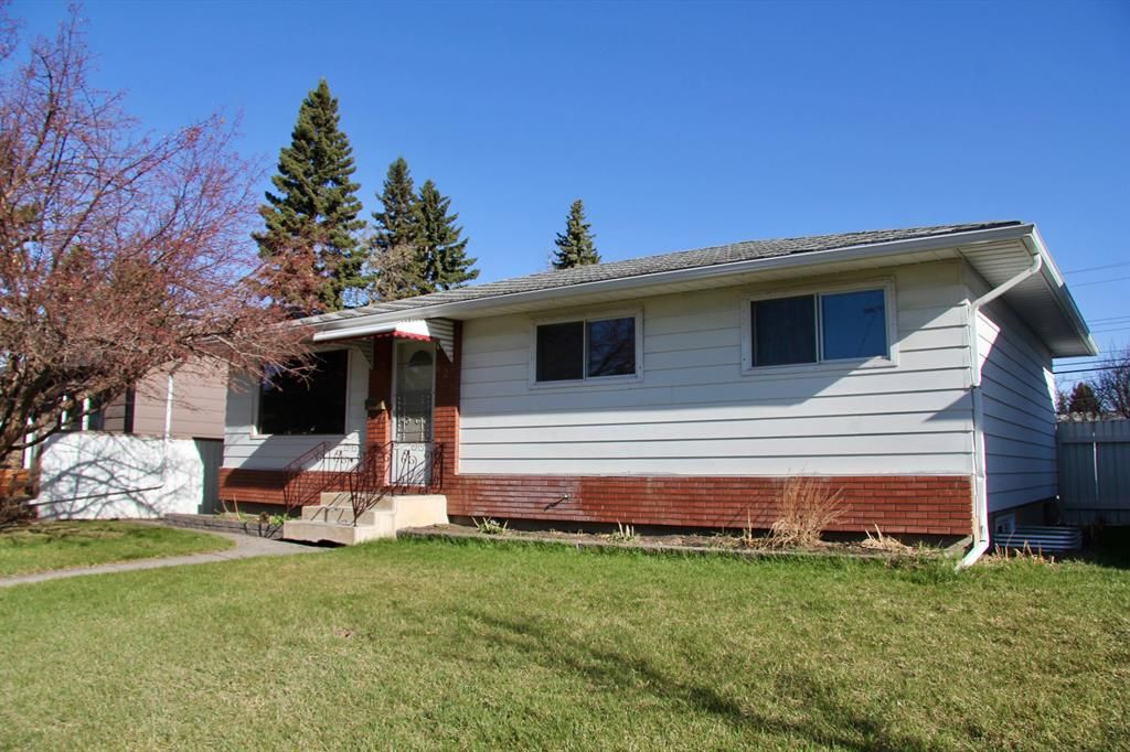 Main Photo: 624 97 Avenue SE in Calgary: Acadia Detached for sale : MLS®# A1096697