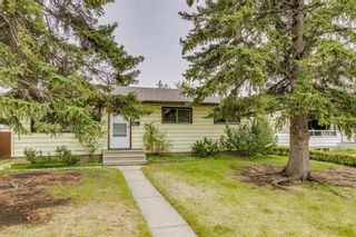 Photo 2: 2506 35 Street SE in Calgary: Southview Detached for sale : MLS®# A1146798